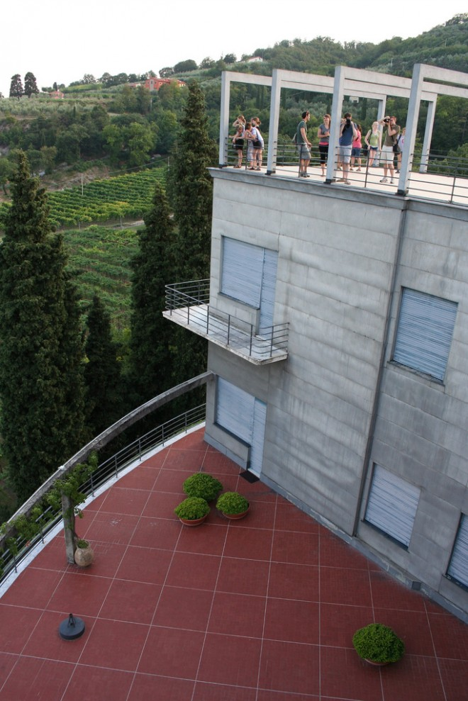 girasole deck 660x989 Revolving house in Italy