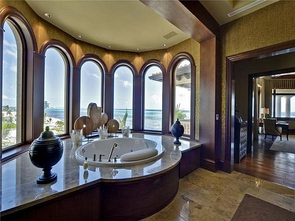 Luxury And Expensive Mansion On The Ocean Loftenberg