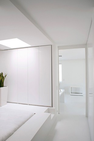 White 120 sq.m Apartment Design In Paris