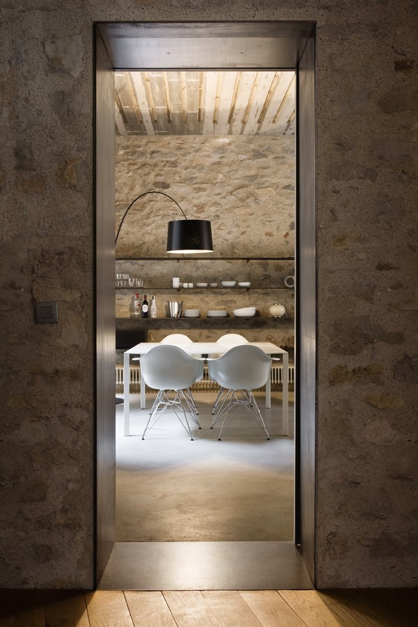 Dining room Breathtaking Medieval Building Turned Into Contemporary Living Space