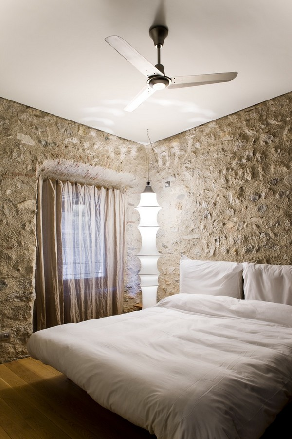 Guests bedroom Breathtaking Medieval Building Turned Into Contemporary Living Space