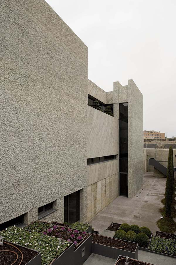 Open Box House by A cero 15 Inspired by Works of a Spanish Sculptor: A ceros Open Box House