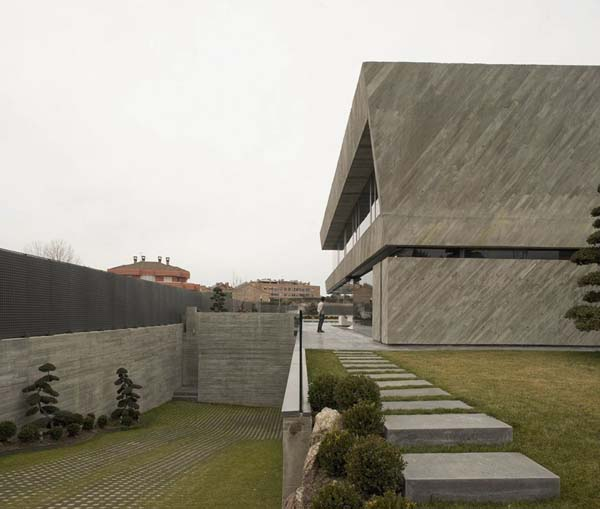 Open Box House by A cero 3 Inspired by Works of a Spanish Sculptor: A ceros Open Box House