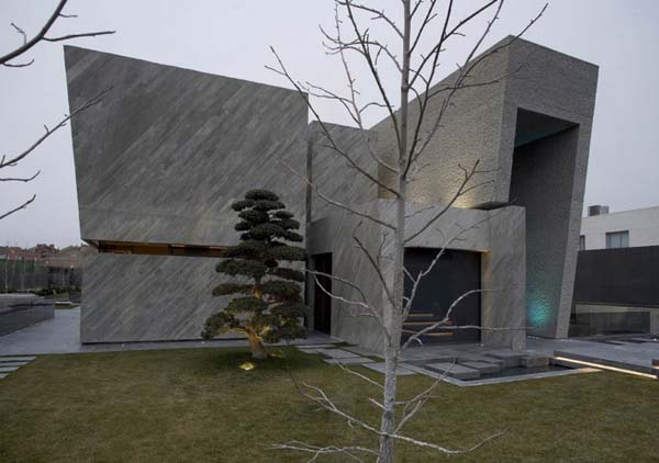 Open Box House by A cero 5 Inspired by Works of a Spanish Sculptor: A ceros Open Box House