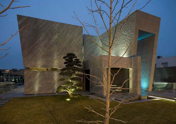Open Box House by A cero 6 Inspired by Works of a Spanish Sculptor: A ceros Open Box House