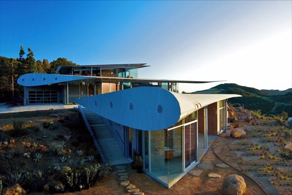 studioea 747 wing house 001 Using Airplane Parts To Create Sustainable Architecture: Wing House [Video]