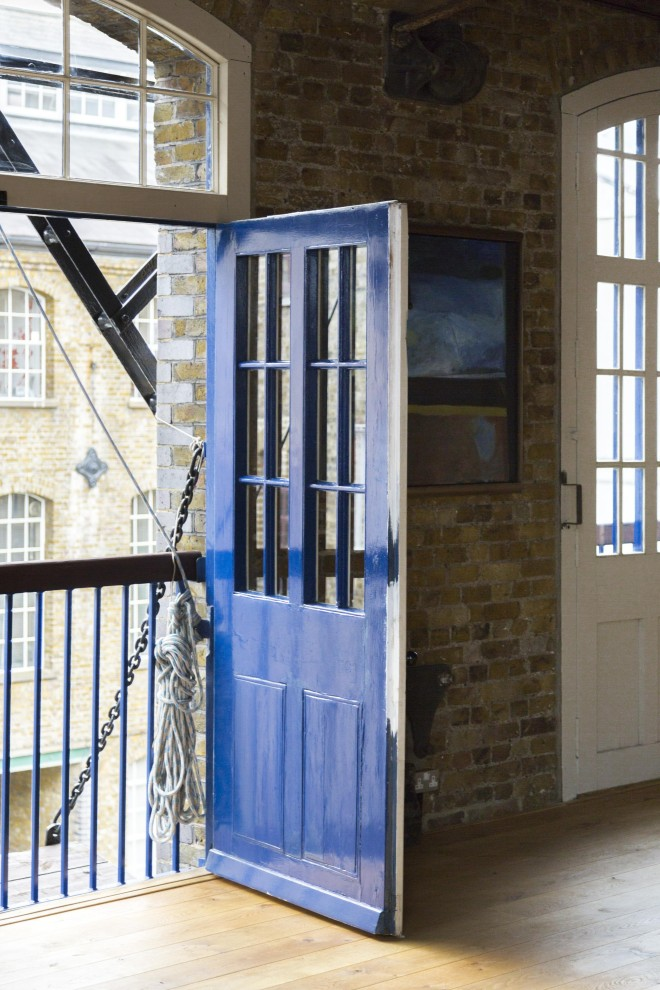 queen-elizabeth-street-blue-door