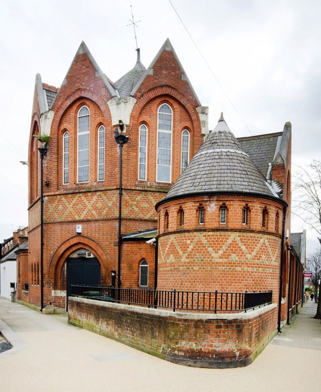 Kenmont-Gardens-Church-Converted-Residence-in-London-02